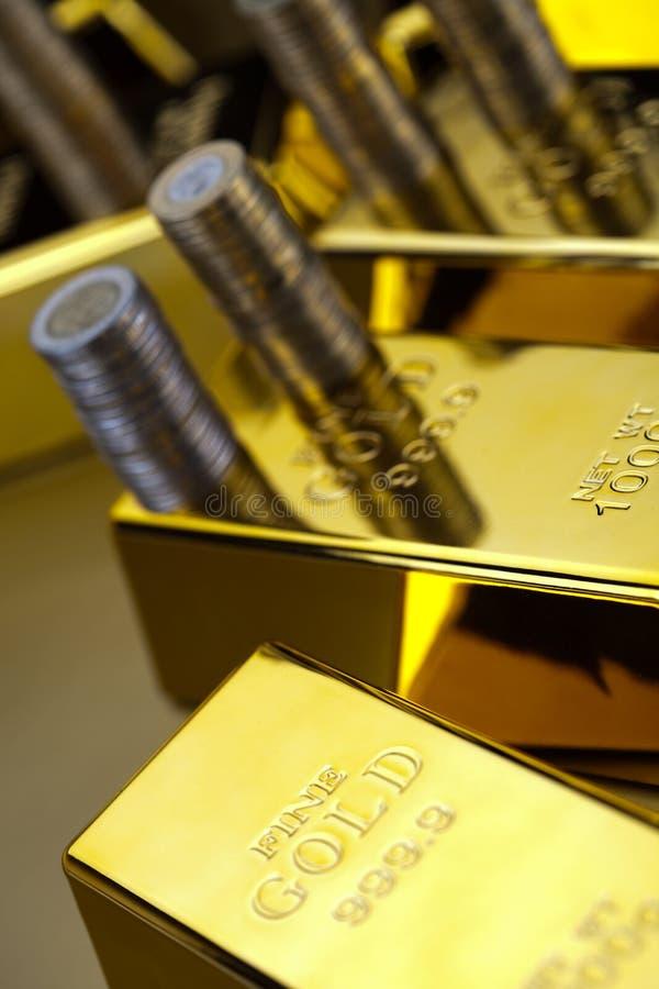 Złoto i pieniądze, nastrojowy pieniężny pojęcie obraz stock
