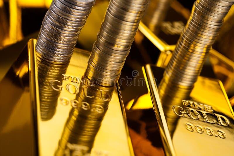 Złoto i pieniądze, nastrojowy pieniężny pojęcie obrazy royalty free