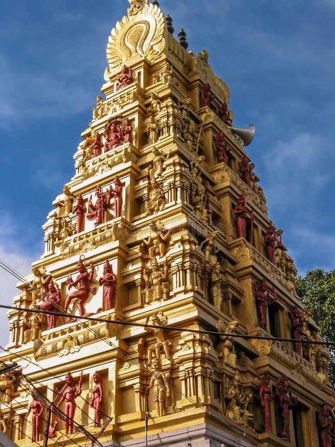 Złoty świątyni wierza fotografia stock