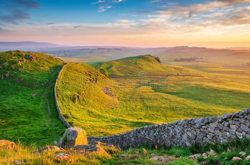 Złoty światło przy Hadrian ` s ścianą Kracze Gap zdjęcie stock
