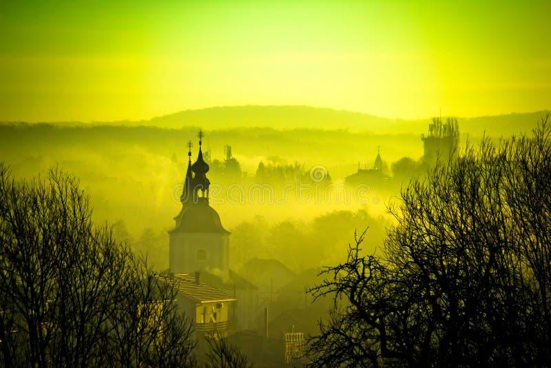 Złoty świt w Easter europejskim miasteczku Krizevci zdjęcie stock