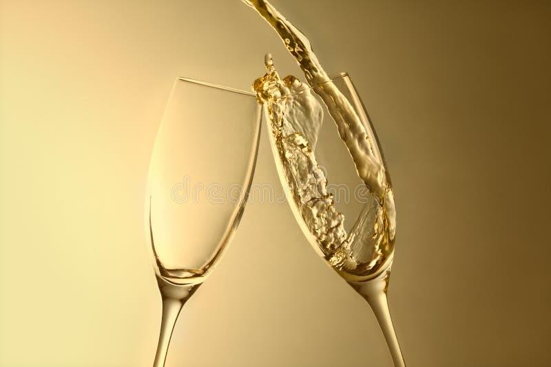 Złoty aniversary lub nowy rok szampański pluśnięcia tło zdjęcie royalty free