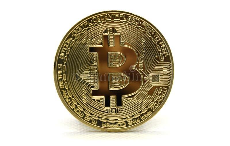 Złoty Bitcoin BTC odizolowywający na białym tle obrazy royalty free