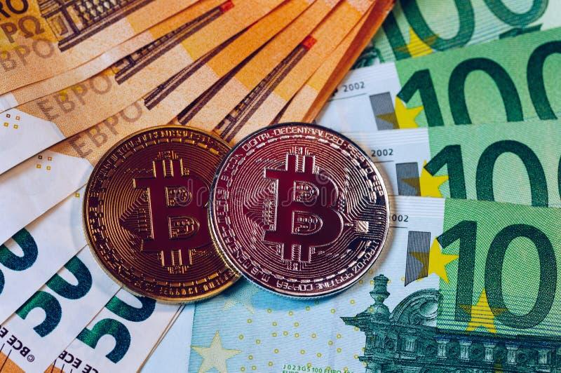 Złoty bitcoin nad Euro pieniądze Bitcoin cryptocurrency Crypto waluty pojęcie Bitcoin z euro rachunkami Bitcoins brogował na euro obrazy royalty free