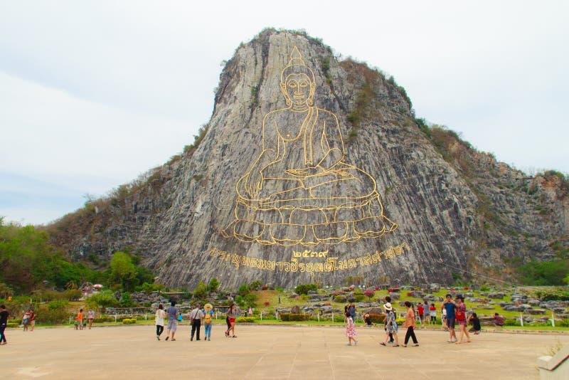 Złoty Buddha laser rzeźbił i inlayed z złotem na Khao Chee Chan falezie Jeden sławny krajobraz lokalizować w Sattahip, Chonbu obraz royalty free