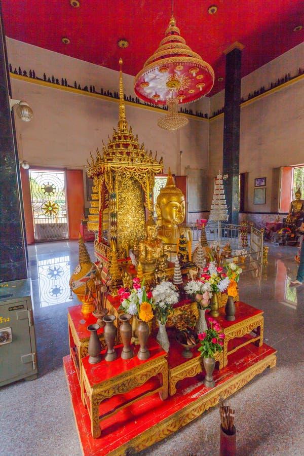 złoty Buddha wizerunek interred do nabrania w Wata Phra pasku obraz stock