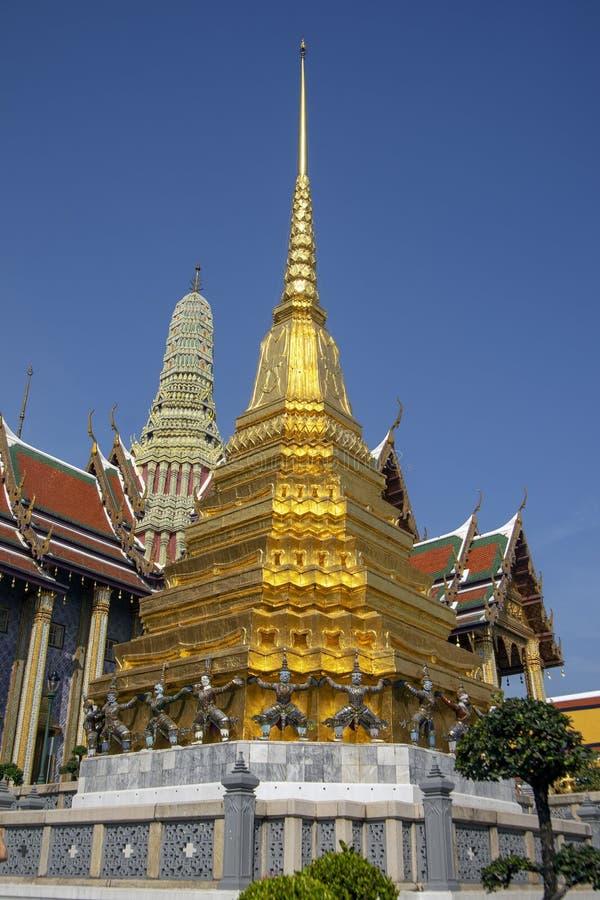 Złoty chedi, świątynia Szmaragdowy Buddha, Uroczysty pałac, Bangko zdjęcie royalty free