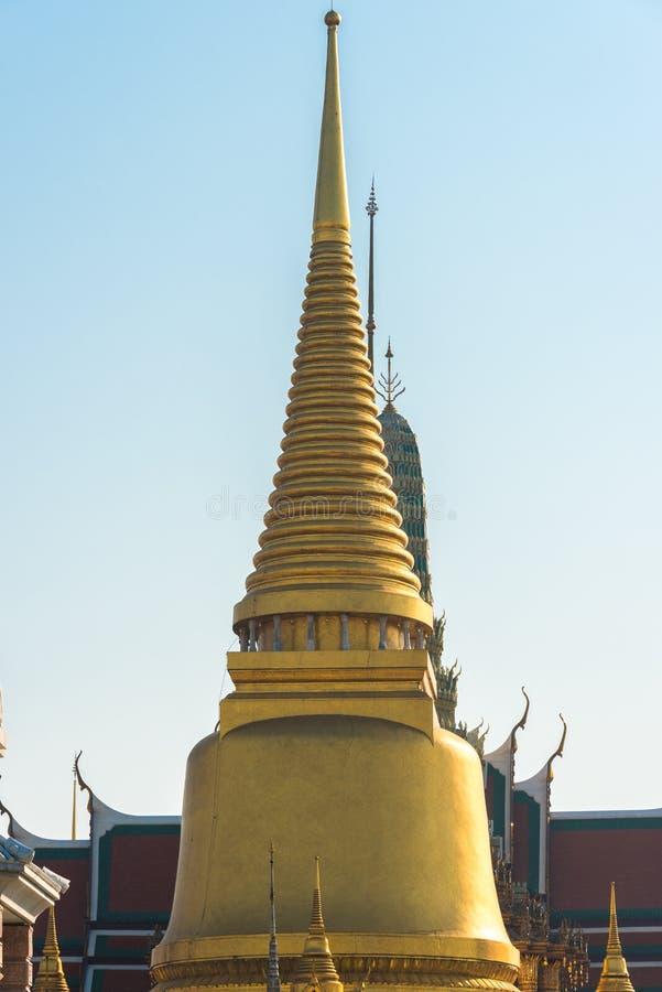 Złoty chedi z iglicą Tradycyjny Tajlandzki architektura szczegół obrazy stock