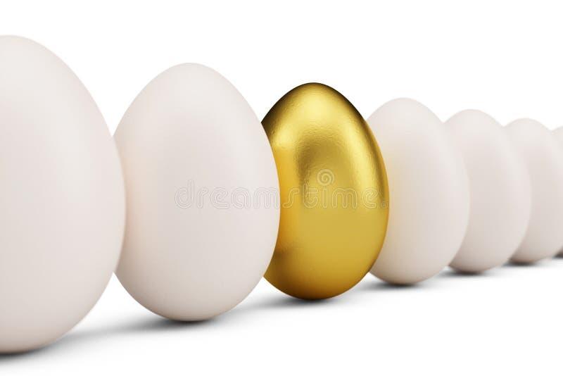 Złoty jajko wokoło białych jajek w rzędzie Złoty jajeczny zbliżenie Złoty jajko jako znak bogactwo, luksus Jajko jako symbol fotografia royalty free