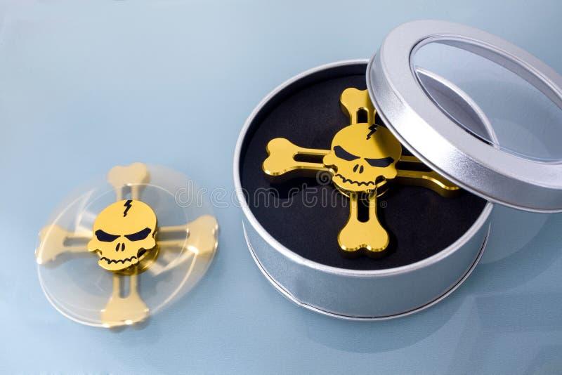 Złoty kądziołek w postaci czaszki zdjęcia royalty free