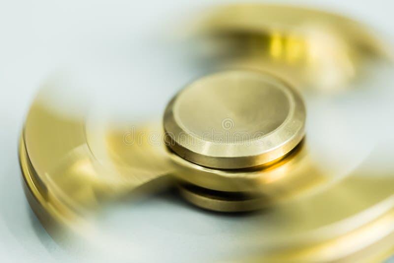 Złoty koloru metalu kądziołka zabawki zbliżenia szczegółu widok zdjęcie stock
