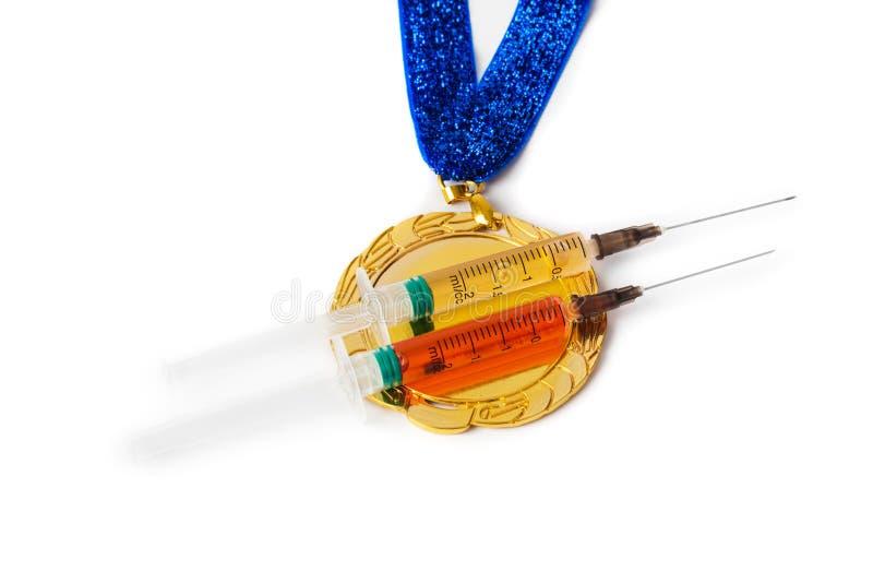 Złoty medal i strzykawki obrazy stock
