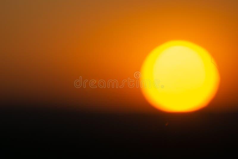 Złoty niebo jako słońce sety w Namibia obraz royalty free
