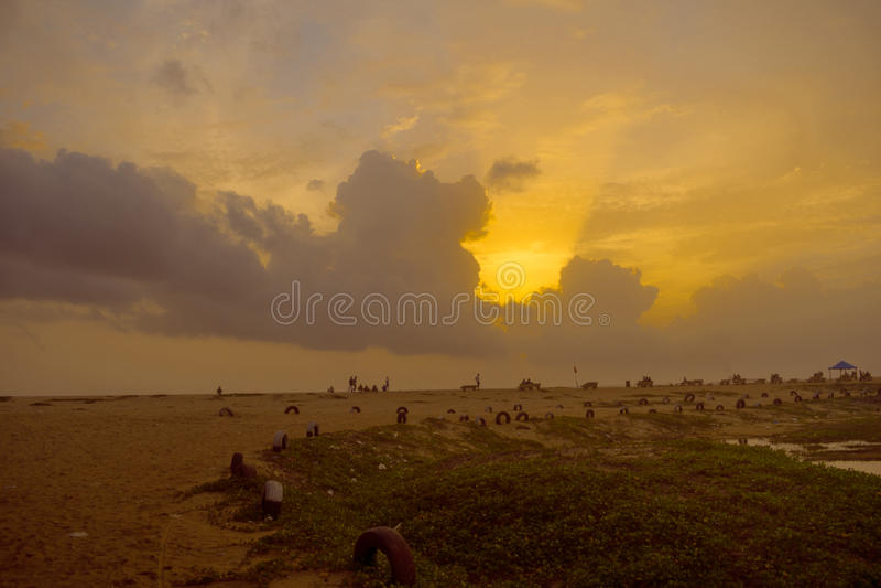 Złoty niebo na plaży obraz stock