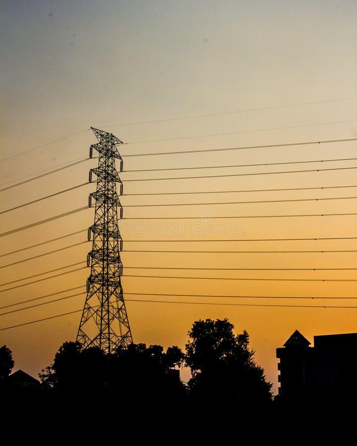 Złoty niebo z elektryczności poczta fotografia stock