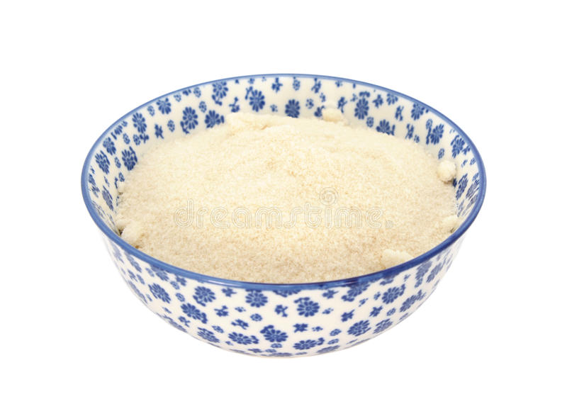 Złoty odlewnika cukier w błękitnym i białym porcelanowym pucharze zdjęcie stock