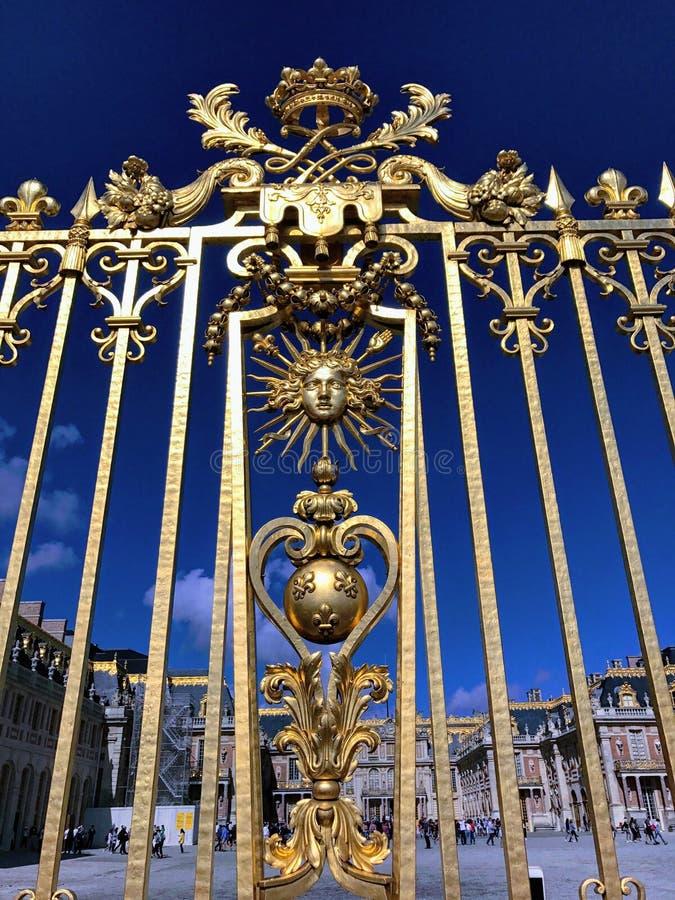 Złoty ogrodzenie Versailles pałac zdjęcie stock