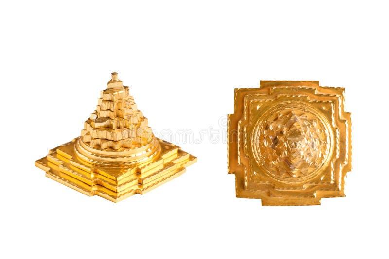 Złoty ostrosłup w różnych pozycjach Ostrosłup jako symbol szczęście, sukces i pomyślność w domu, zdjęcie stock