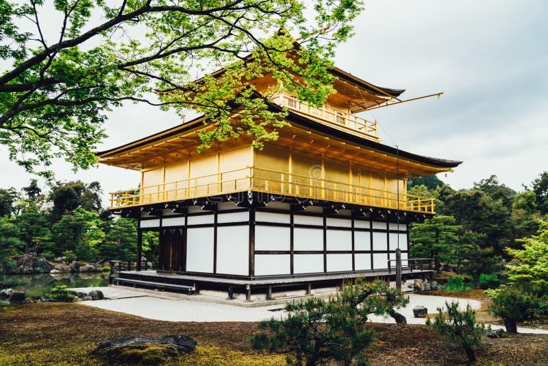 Złoty pawilon lokalizować w Kyoto Japan fotografia royalty free