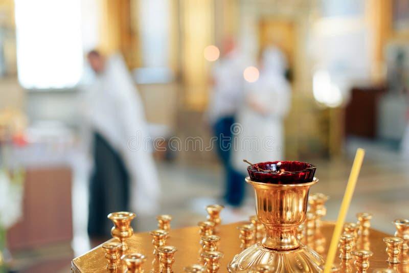 Złoty piękny wnętrze wśrodku kościół chrześcijańskiego jeden obraz royalty free