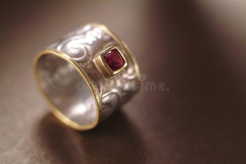 złoty pierścionek srebra zdjęcia royalty free