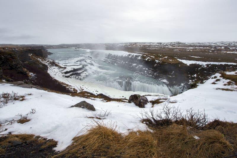 Złoty siklawy Gullfoss widok w jarze Hvita rzeka zdjęcia royalty free