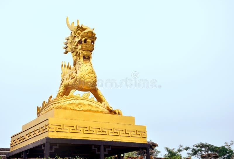 złoty smok obraz royalty free