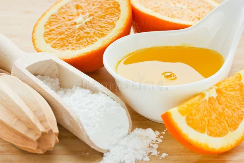 Złoty sok pomarańczowy i cukrowy syrop dla ciasta zdjęcie stock