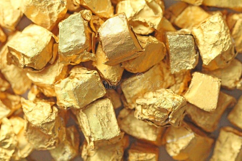 złoty tło Ingots lub bryłki Czysty złoto Złocisty liść te fotografia royalty free