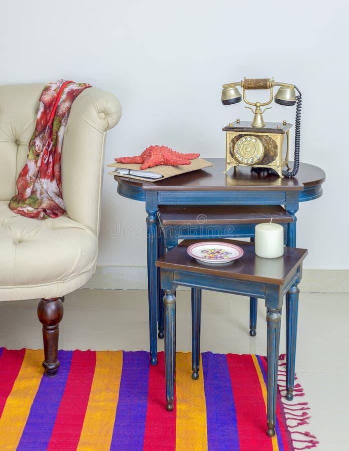 Złoty telefonu set, biała świeczka, czerwona rozgwiazda i kolorowy talerz, obrazy royalty free