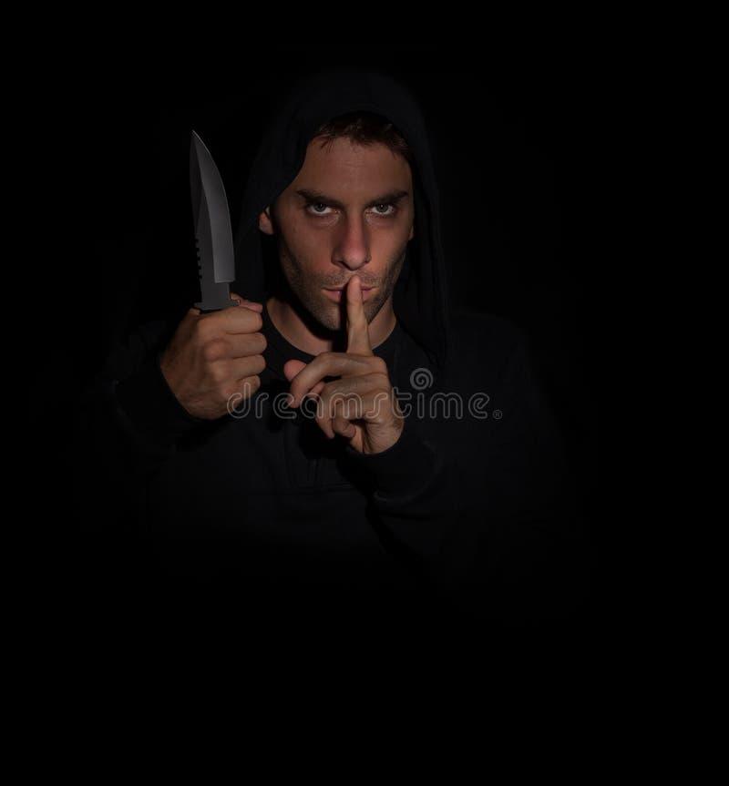 Zły mężczyzna gestykuluje ciszę podczas gdy trzymający nóż obrazy royalty free