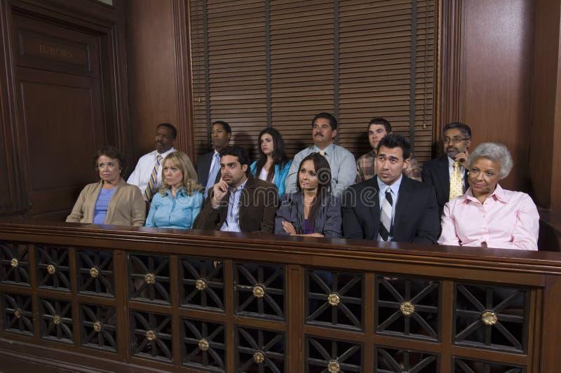 Z ławą przysięgłych pudełko W sala sądowej obraz royalty free
