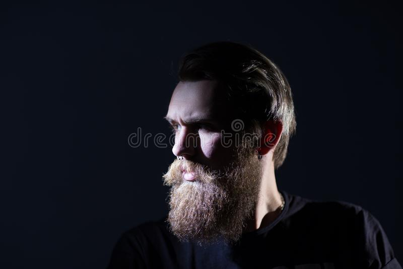 z bliska portret elegancki brodaty mężczyzna obrazy royalty free