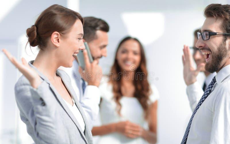 z bliska wizerunek pomyślna biznes drużyna zdjęcie stock