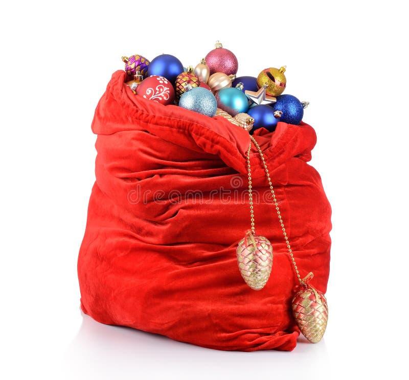 Z Bożenarodzeniowymi zabawkami czerwona Święty Mikołaj torba zdjęcia stock