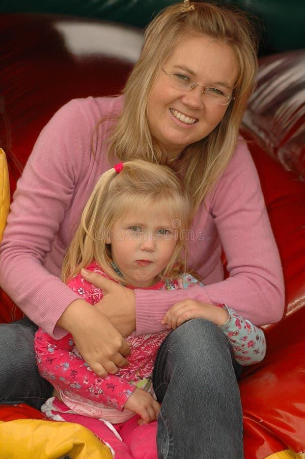 Z córką szczęśliwa matka obrazy stock