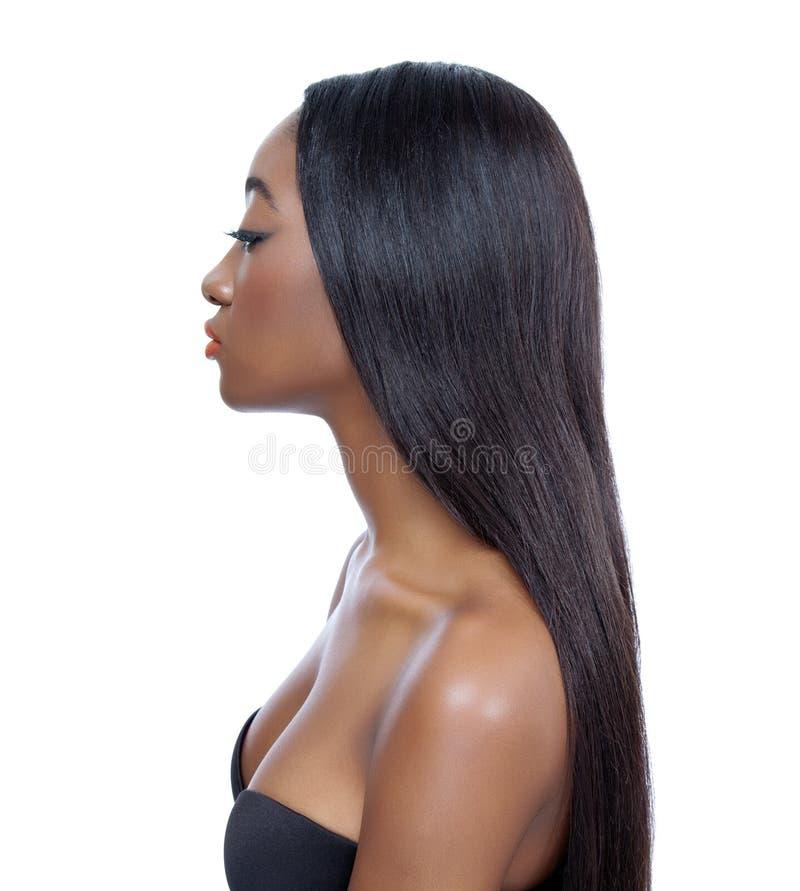 Z długie włosy piękna kobieta zdjęcie stock