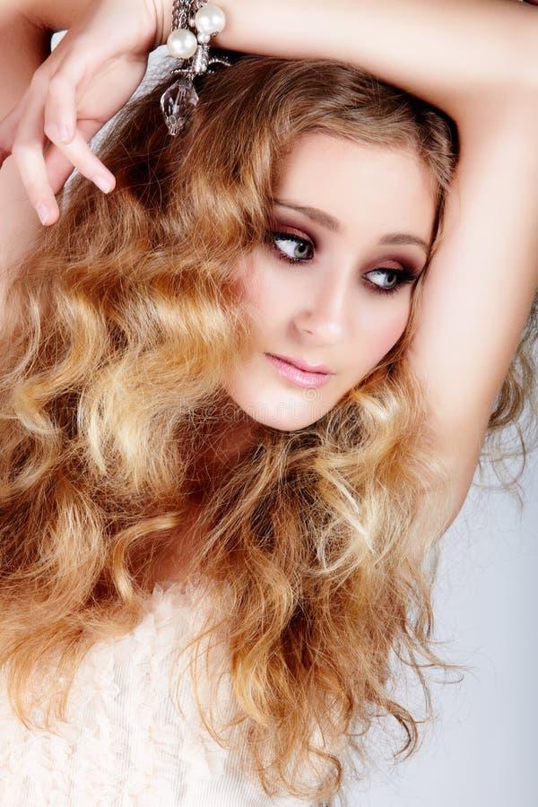 Z duży włosy blond kobieta zdjęcia stock