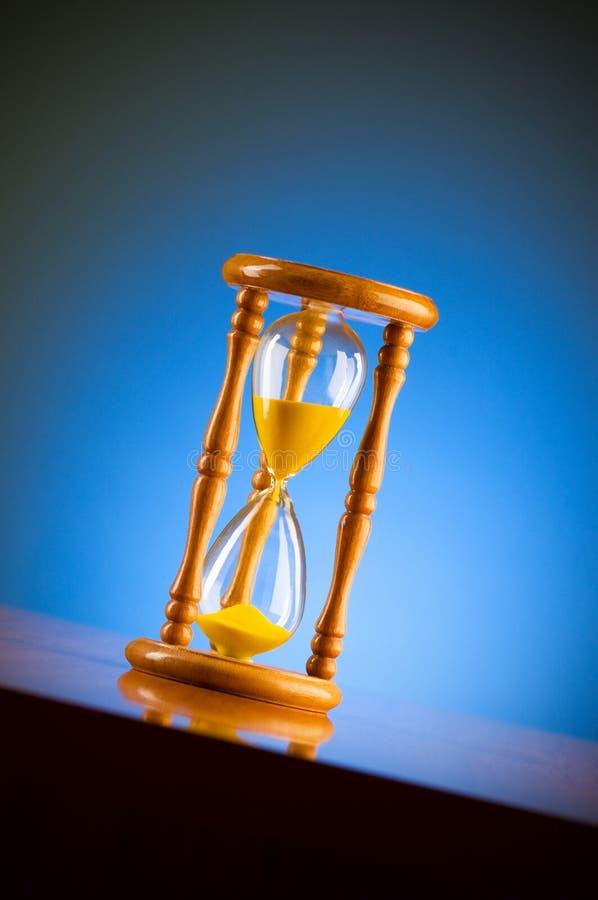 Download Z hourglass czas pojęcie obraz stock. Obraz złożonej z cykot - 13336329