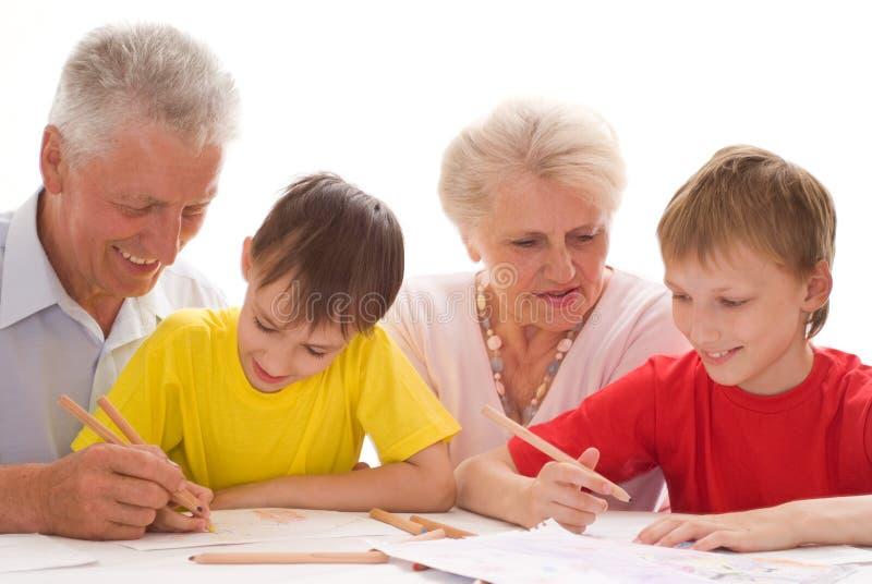 Z ich wnukami starszej osoby para zdjęcia royalty free