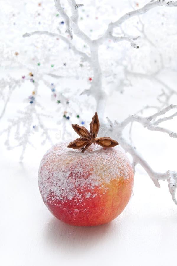 Z jabłkiem bożenarodzeniowa dekoracja zdjęcia royalty free