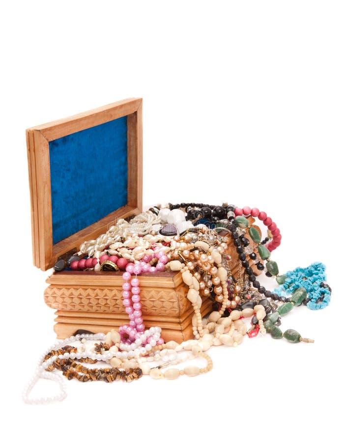 Z klejnotami drewniany pudełko obraz stock