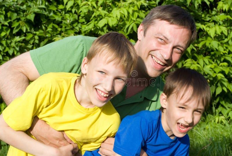 Z młodymi dziećmi tata sztuka obrazy stock