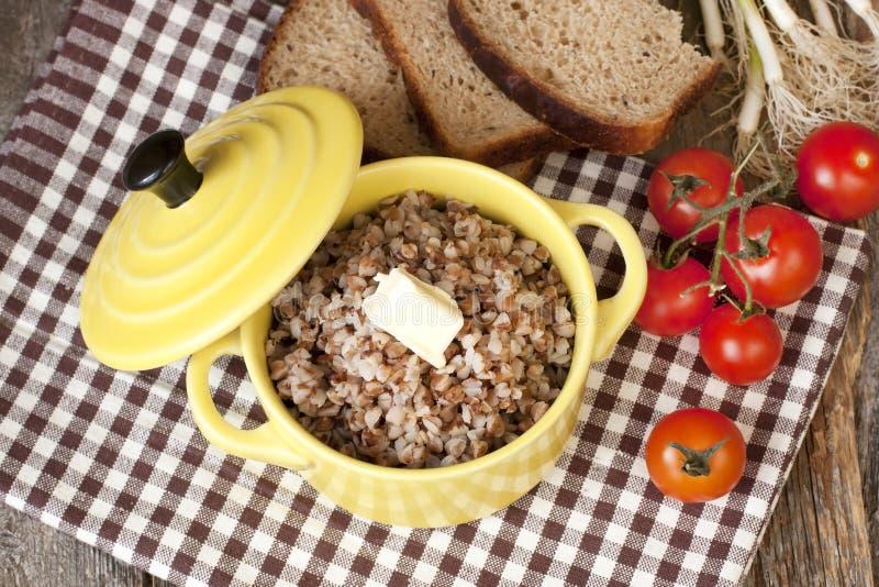 Download Z masłem gryczana owsianka zdjęcie stock. Obraz złożonej z jadalny - 53775396