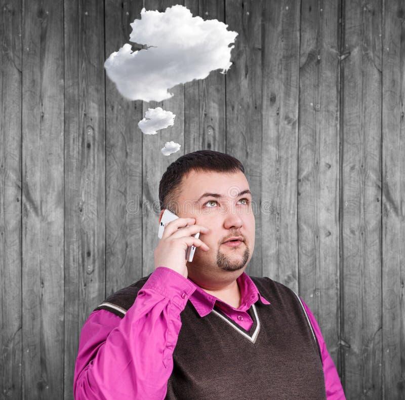 Z nadwagą biznesmen mówi na telefonie fotografia stock