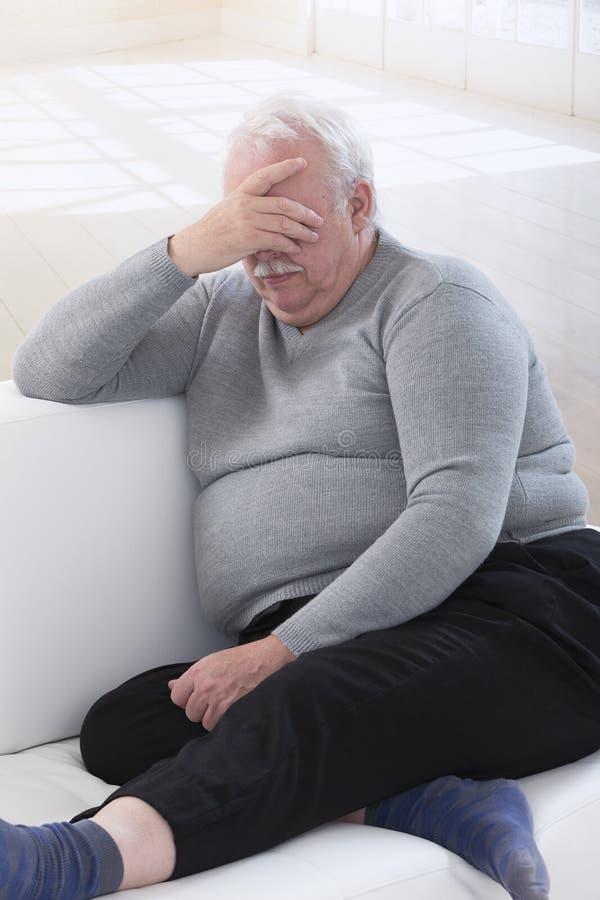 Z nadwagą starszy mężczyzna fotografia stock