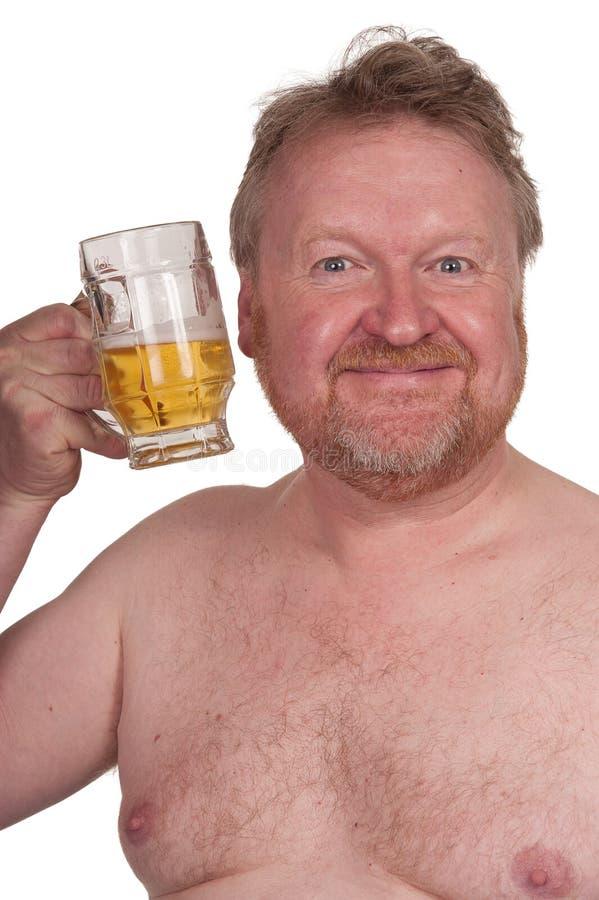 Z nadwagą w średnim wieku mężczyzna z pić piwo zdjęcie royalty free