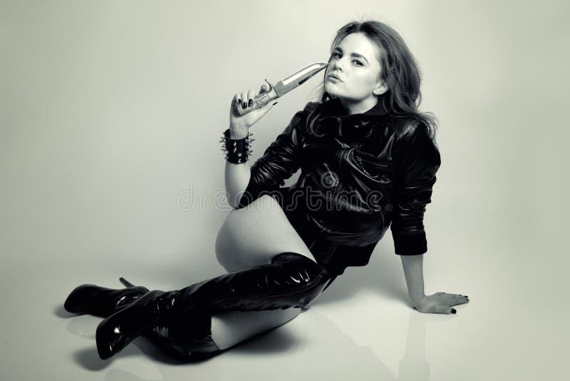Z Nożem Kobieta Seksowny Piękny Drapieżnik Zdjęcia Royalty Free