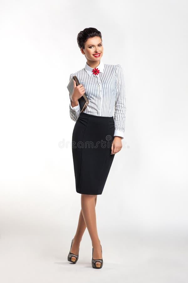 Z notatnikiem szczęśliwy bizneswoman obrazy stock