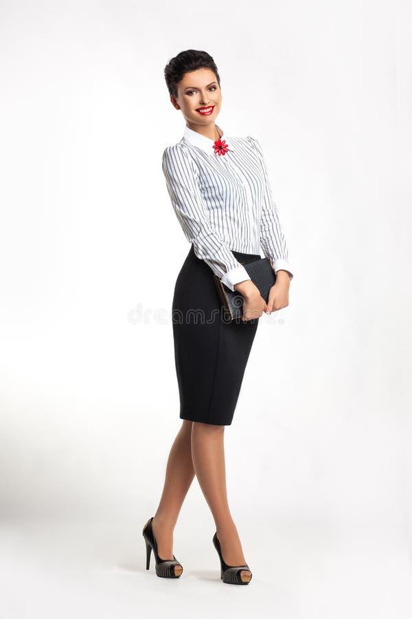 Z notepad szczęśliwa pomyślna biznesowa kobieta fotografia stock